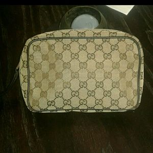 Gucci Bags - Gucci wristlet travelling bag